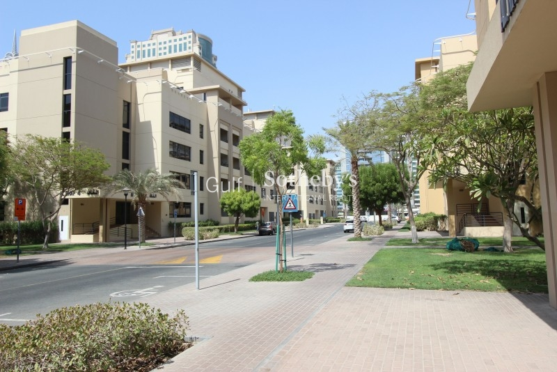 Huge 2 Bed, Executive Towers, Business Bay 150,000 Aed Er R 12333