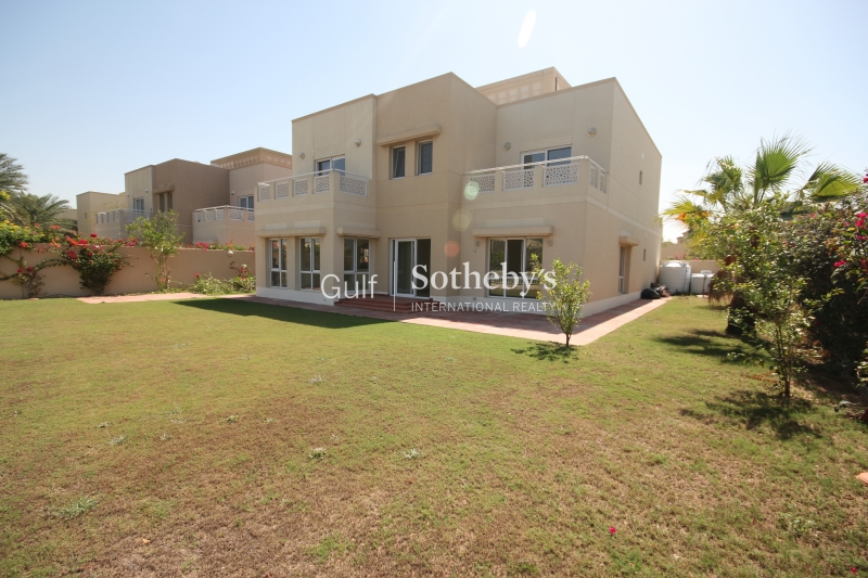 5br Family Villa With Views Of The Jlt Skyline