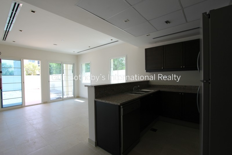 Beautiful Brand New Two Bedroom Apartment, Downtown, Sea View Er R 12282