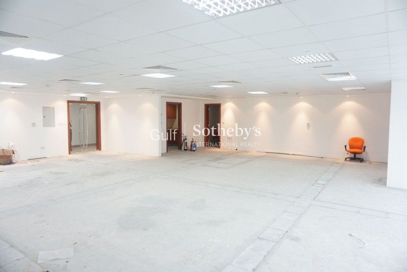Semi Fitted Office With Efficient Layout