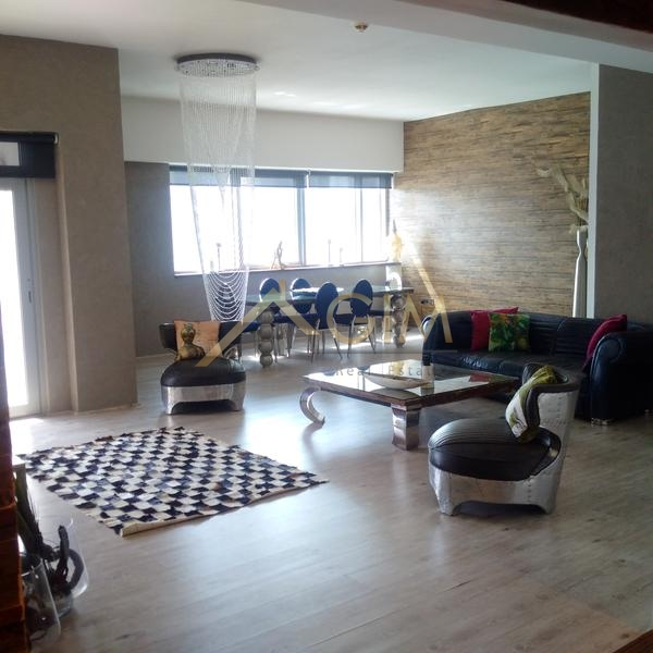 Luxurious Fully Upgraded Huge 3 Bedroom + Maid At Executive Tower In Busniness Bay For Rent