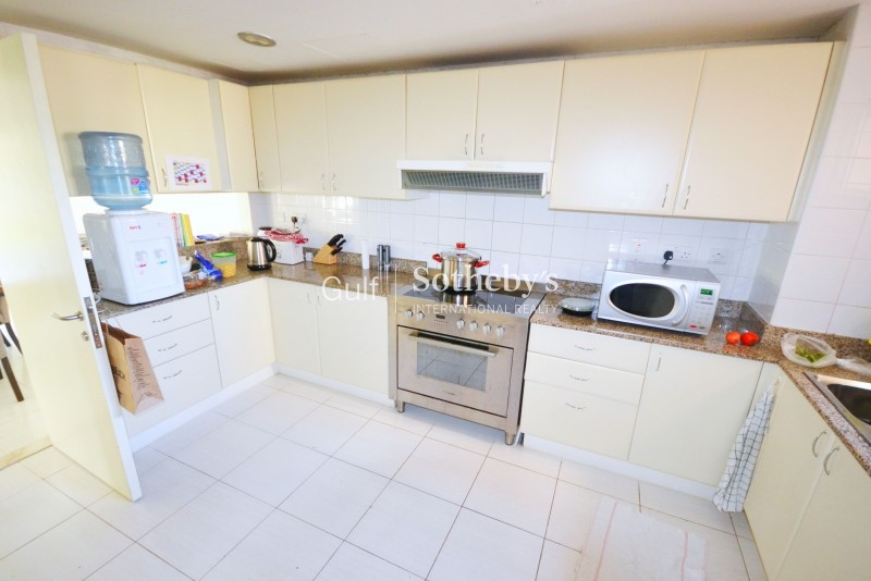 Unfurnished 3 Bed B Type On A High Floor, Marina Residences Er R 14368